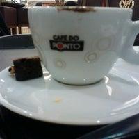Photo taken at Café do Ponto by Leandro A. on 8/3/2012
