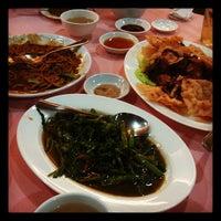 Photo taken at Yun Yan Restaurant by Apple L. on 11/24/2011
