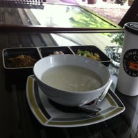 Photo taken at Coffee's Sa-Mo-Sorn by Warot S. on 5/18/2012