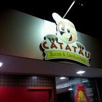 Photo taken at Catatau Sucos e Sanduiches by Daniel M. on 11/27/2011