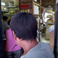 Photo taken at Yat Tung Chow Noodle by Harry C. on 8/23/2012