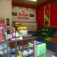 Photo taken at La Boutique de la fruta by Sergio Felipe Z. on 7/29/2012