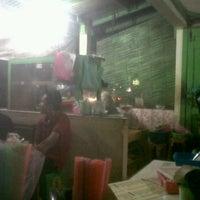 Photo taken at Nasi Goreng Bu Ita by Hashfi K. on 6/10/2012
