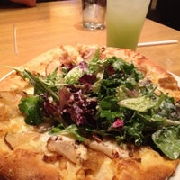 Photo taken at California Pizza Kitchen by 🌺Isabel G. on 4/25/2012