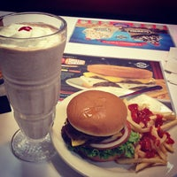 Photo taken at Steak 'n Shake by Tong Y. on 4/2/2012