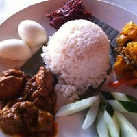 Photo taken at Peninsula Malaysian Cuisine by boon on 9/15/2011