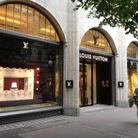 Foto diambil di Louis Vuitton oleh Mateusz pada 7/2/2012