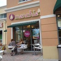 Photo taken at Menchie's Frozen Yogurt by Rafael P. on 8/11/2012