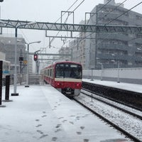Photo taken at 京急鶴見駅 (Keikyū Tsurumi Sta.) (KK29) by T Y. on 2/29/2012