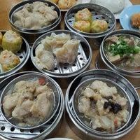 Photo taken at Maxim Dim Sum Restaurant by Jewei M. on 8/28/2011