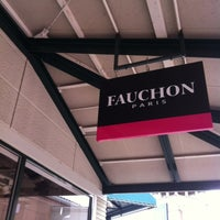 Photo taken at FAUCHON (フォション) 御殿場プレミアムアウトレット店 by Rodolpho K. on 3/8/2012