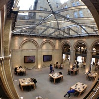 Photo taken at Apple Covent Garden by Ana Luiza O. on 8/11/2012