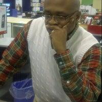 Photo taken at hhgregg by Kino W. on 12/15/2011
