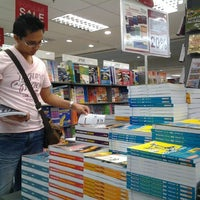 Photo taken at POPULAR Bookstore by Noreen Nur on 11/25/2011