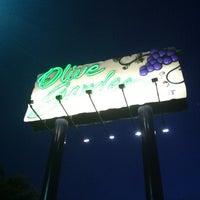 Photo taken at Olive Garden by Anne L. on 4/10/2012