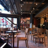 Photo taken at Starbucks by Gaes E. on 12/22/2011