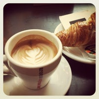 Photo taken at Aroma Espresso Bar by Lior Y. on 11/11/2011