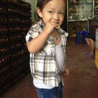 Photo taken at ร้านขายไข่ลุงหนวด สะพานเกวียน by Angie Au on 8/25/2012