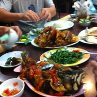 Photo taken at RM Seafood Apong by Chairusan T. on 7/28/2012