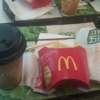 Photo taken at 麦当劳 McDonald's by wilbur d. on 11/16/2011
