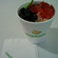 Photo taken at Yogoberry Original by Celso C. on 9/16/2011