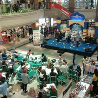 Photo taken at Galeria Mall by Nesya L. on 7/29/2012