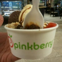 Photo taken at Pinkberry by Olenka P. on 4/17/2012