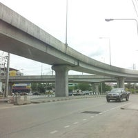 Photo taken at Mueang Min Intersection by ปรียาภัทร์ อ. on 6/27/2012