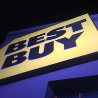Photo taken at Best Buy by Ronin R. on 12/22/2010