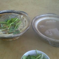 Photo taken at Restoran Yee Sang Sang (233美食中心) by Adrian L. on 11/6/2011