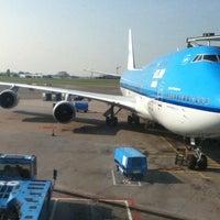 Photo taken at KLM Flight KL 643 by Iván F. on 4/18/2011