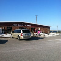 Photo taken at Joe's Lobster and Fish Mart by Harry H. on 10/18/2011