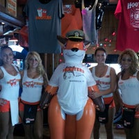 Photo taken at Hooters by Makks D D. on 8/12/2012