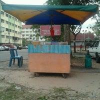 Photo taken at gerai kueh papa by Abg B. on 11/11/2011