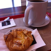 Photo taken at Aroma Espresso Bar by Dieter W. on 9/17/2011