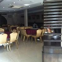 Photo taken at Restoran Bunga Melati by iQhuan A. on 2/20/2012