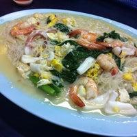 Photo taken at You Huak Restaurant (Sembawang White Beehoon 三巴旺白米粉) by Labelle L. on 6/17/2012