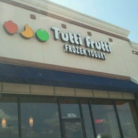 Photo taken at Tutti Frutti Frozen Yogurt by BARRY P. on 7/8/2011