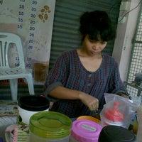 Photo taken at โชค เฮง กาแฟโบราณ by Tangmo S. on 11/6/2011