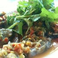 Photo taken at Je Liep Seafood by Jaree U. on 2/10/2011