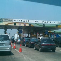 Photo taken at Gerbang Tol Pasteur by Arya H. on 8/27/2011