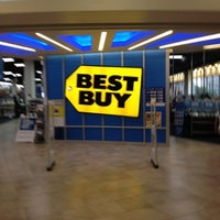 Photo taken at Best Buy by Fabrice L. on 8/19/2012