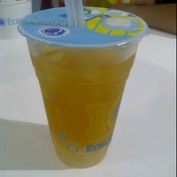 Photo taken at EasyWay Tea by Quynh Anh N. on 1/6/2012