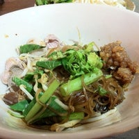 Photo taken at กินเพลิน by Taksina s. on 2/9/2012
