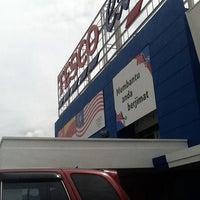 Photo taken at Tesco by Aiyaya W. on 12/30/2011