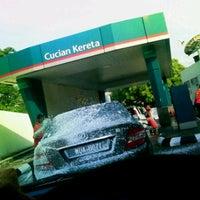Photo taken at CarWash Belakang Lorong Caltex by WanShamz on 5/20/2012