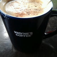 Photo taken at Wayne´s Coffee by Katerina 🐻 M. on 5/9/2012