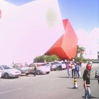 Photo taken at Shopping Paralela by Marcos C. on 8/3/2012