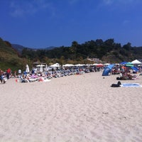 Photo taken at Paradise Cove Beach Cafe by Arthur B. on 7/29/2012