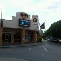 Photo taken at Hard Rock Cafe Niagara Falls USA by Purvi S. on 8/23/2012